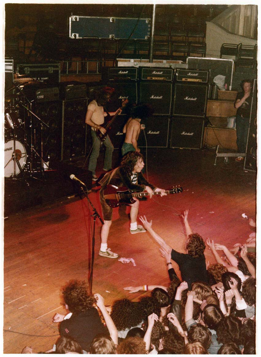 1979 08 23 Irl Belfast Ulster Hall Highway To Acdc